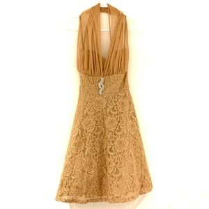 Gold Party Dress with sparkly broach 👗